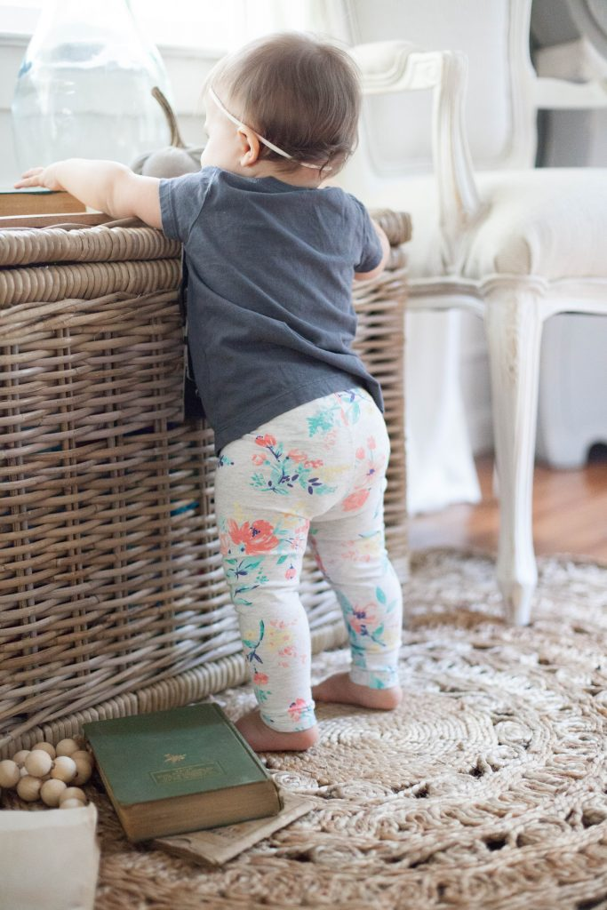 Bookmark this! An easy guide on how to create a fall capsule wardrobe for baby that will help save you time and money!