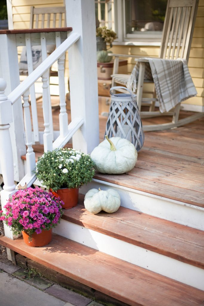 Simple rustic Halloween front porch decor