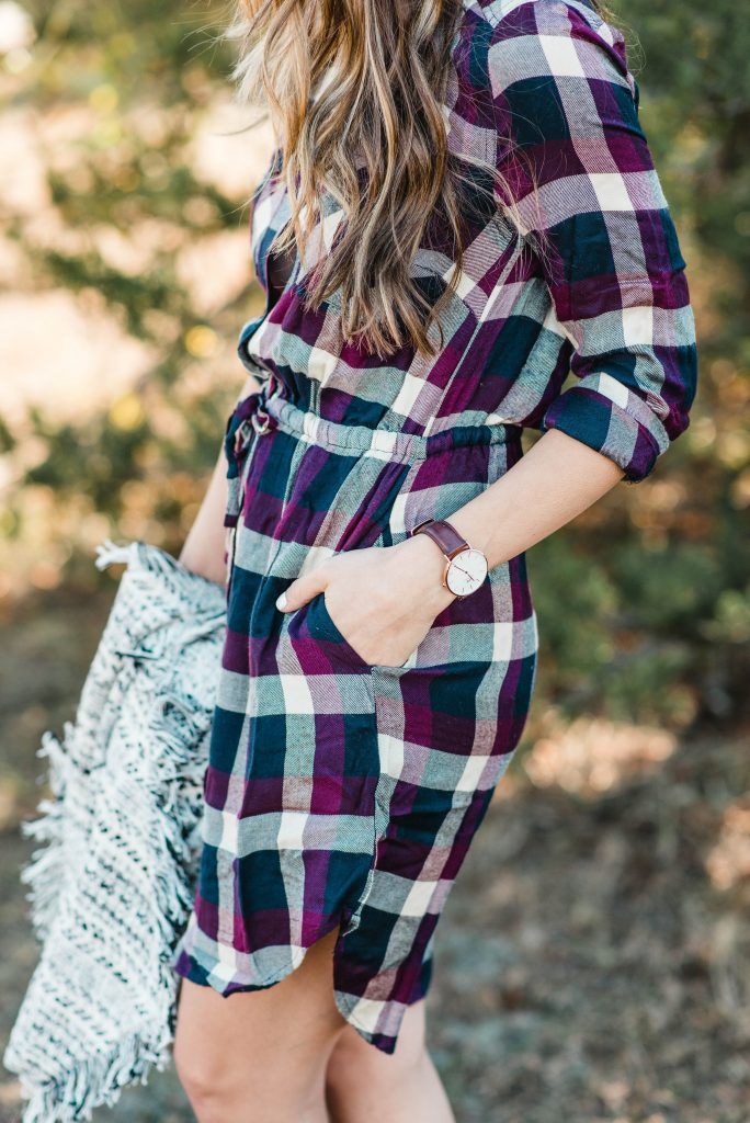 A simple dressy casual holiday outfit perfect for moms of littles who want to stay comfortable at events this holiday season!