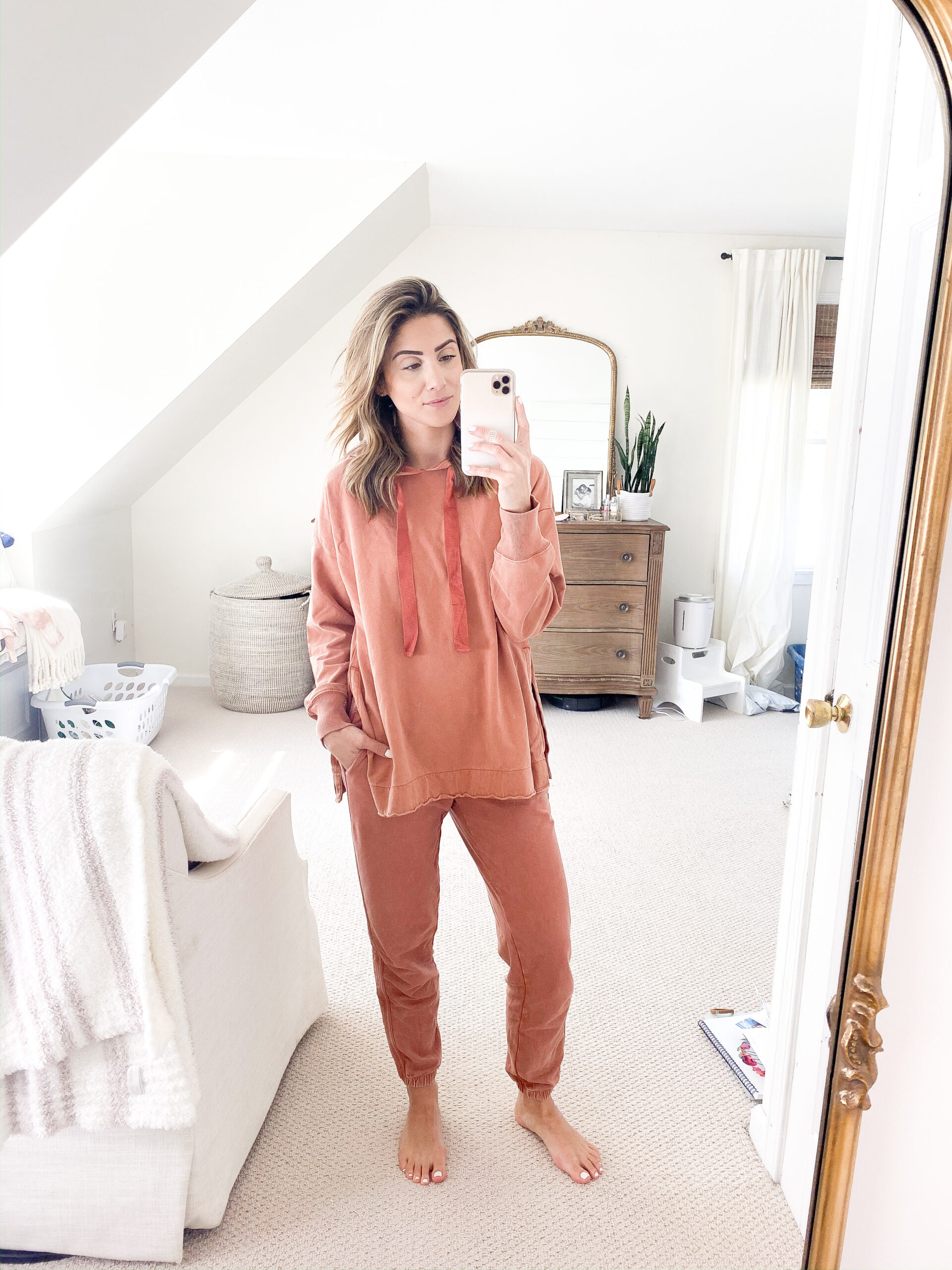 Connecticut life and style blogger Lauren McBride shares a loungewear try on featuring comfortable sweatshirts, sweatpants, joggers, and more.