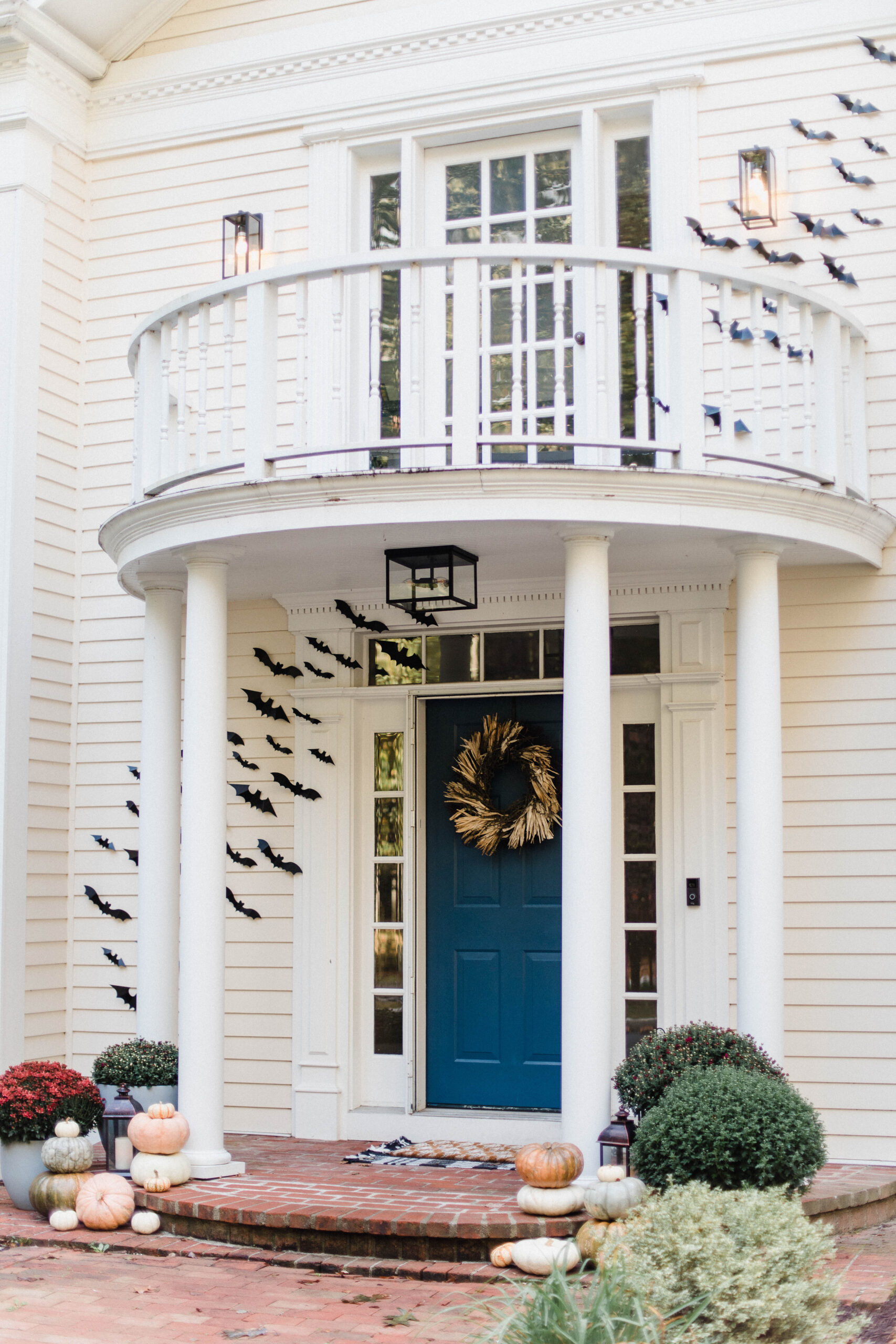 Looking for fall front porch ideas? Connecticut life and style blogger Lauren McBride shares her fall-inspired porch with sources.