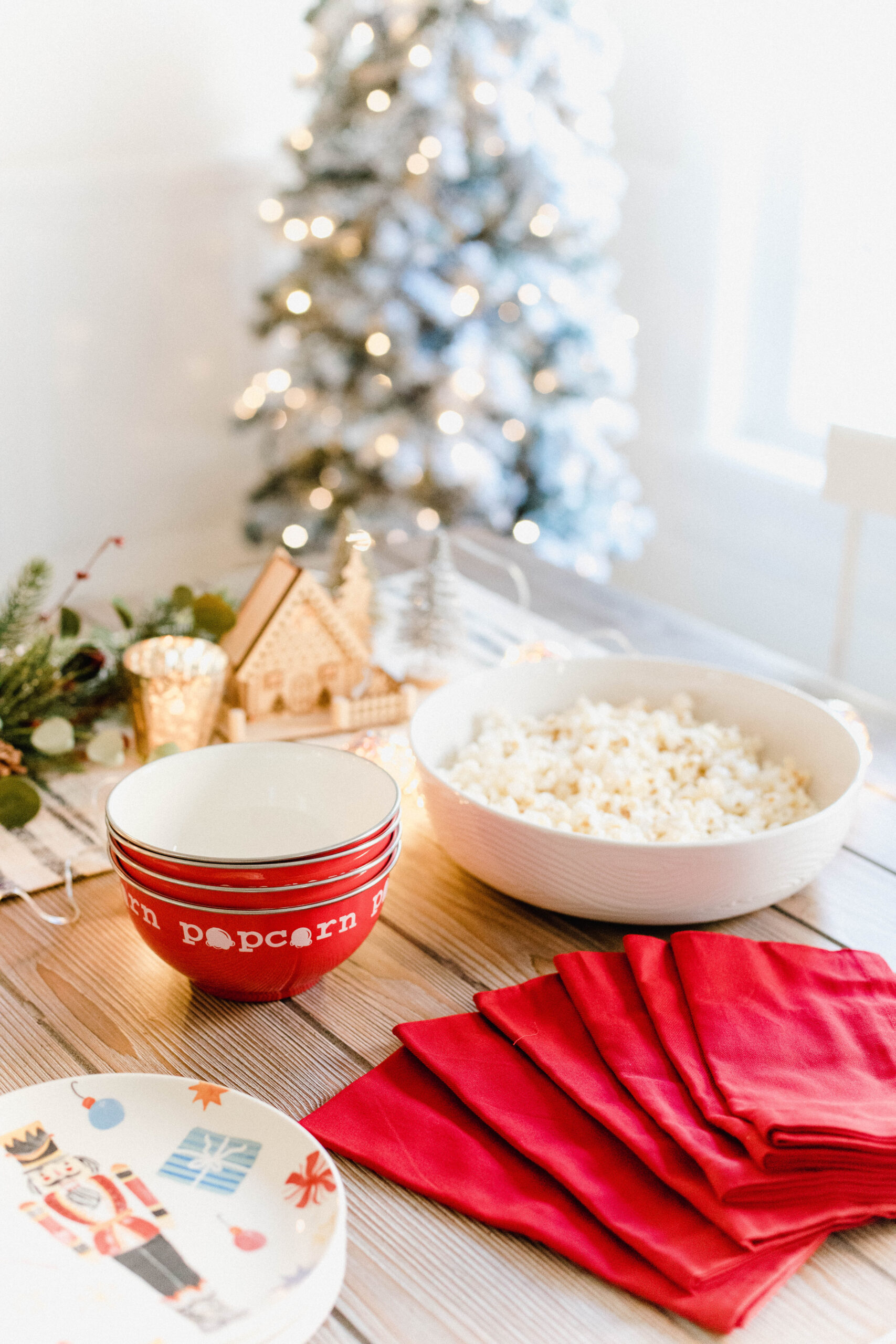 Looking for the perfect holiday hot cocoa bar? Connecticut Lifestyle blogger Lauren McBride is sharing her favorite finds for this festive holiday activity!