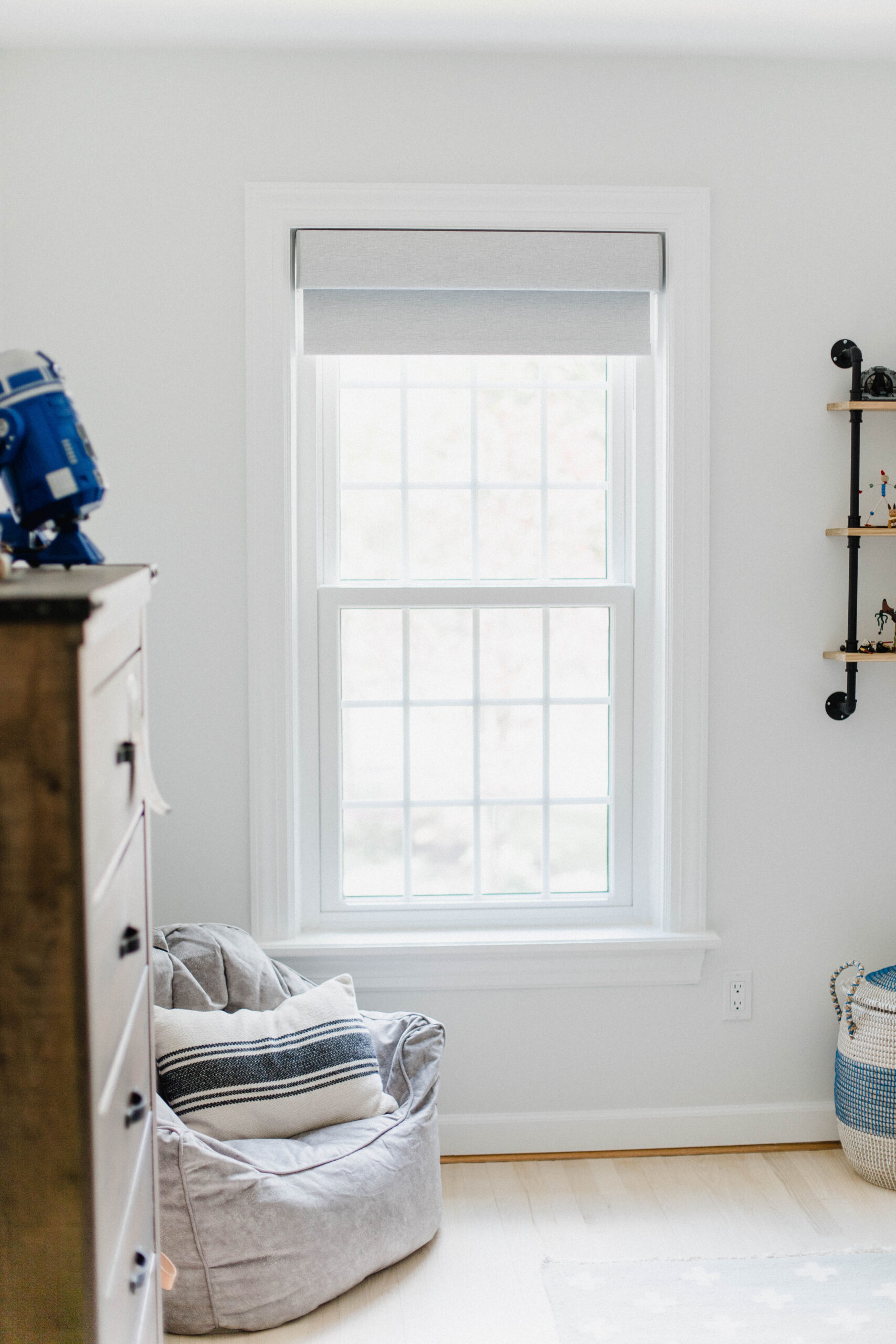 Looking for motorized shades for your home? Connecticut life and style blogger Lauren McBride shares Serena Smart Shades.