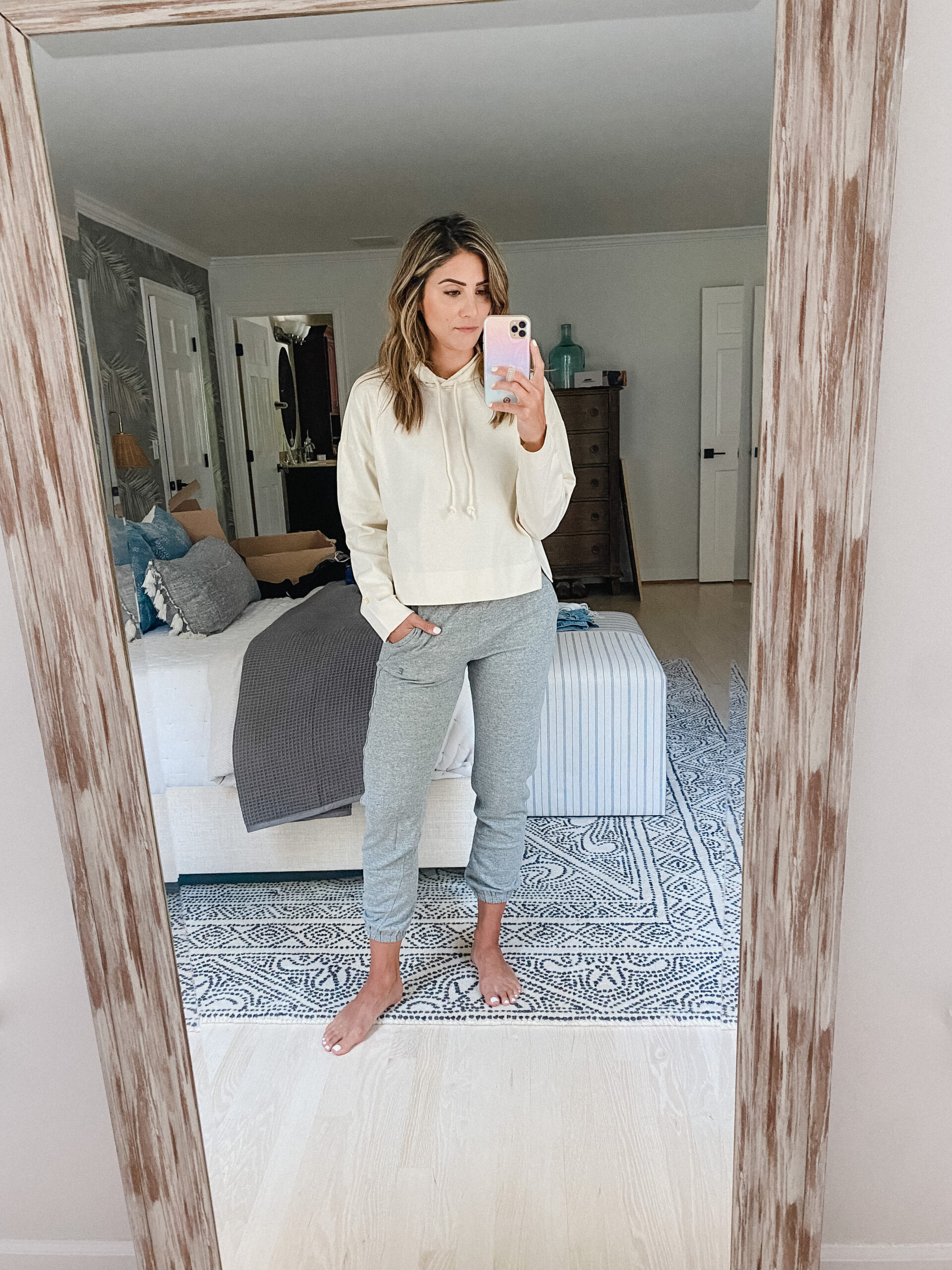 Connecticut life and style blogger Lauren McBride shares an Everlane try on featuring classic items for your summer closet.